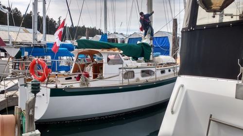 Inspecting Yacht Truce Rig. Photo Ray Penson