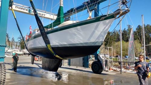 Yacht Truce Underwater profile – Photo Ray Penson