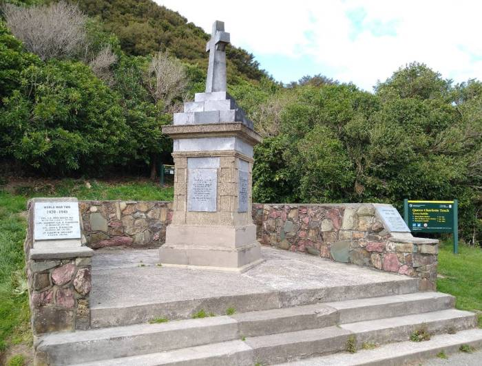 Memorial on Queen Charlotte Track. Photo Ray Penson